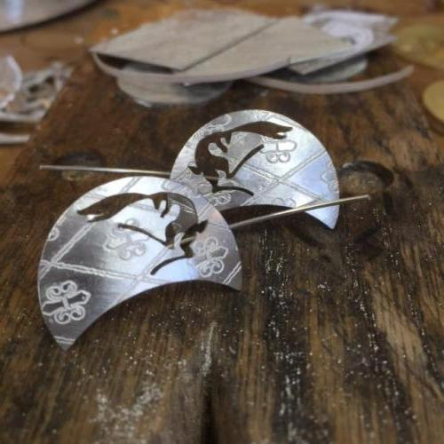 Etched Hair moon earrings - Silver.